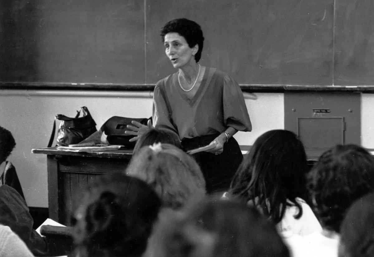 Natalie Zemon Davis teaching